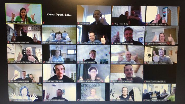 Sparrauspäivä käynniss tietokoneen näytöllä osallistujien kasvoja.